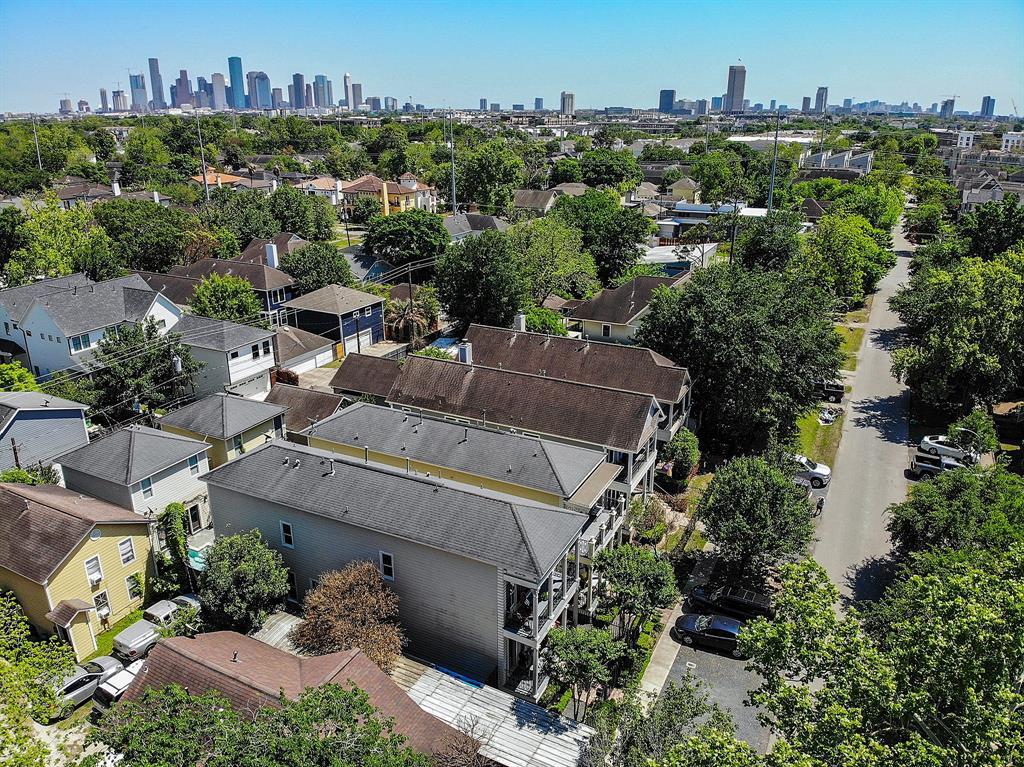 Pending   928 Waverly Street #B Houston, Texas 77008 46