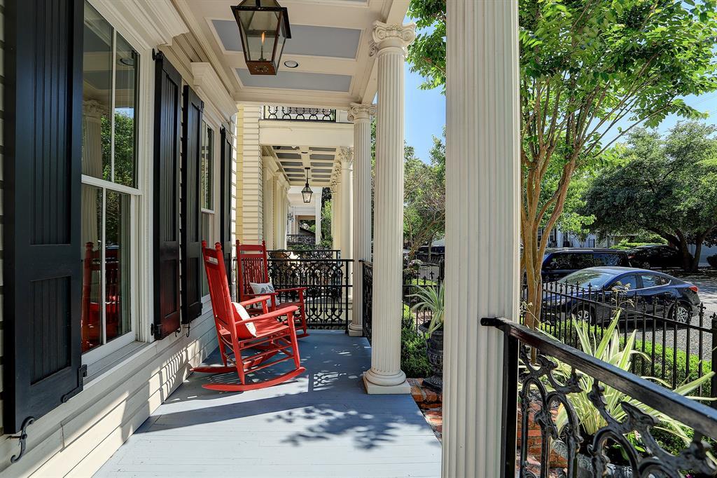 Pending   928 Waverly Street #B Houston, Texas 77008 5