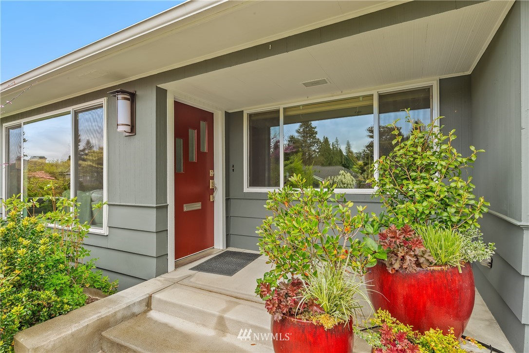 Sold Property   7722 Forest Drive NE Seattle, WA 98115 2