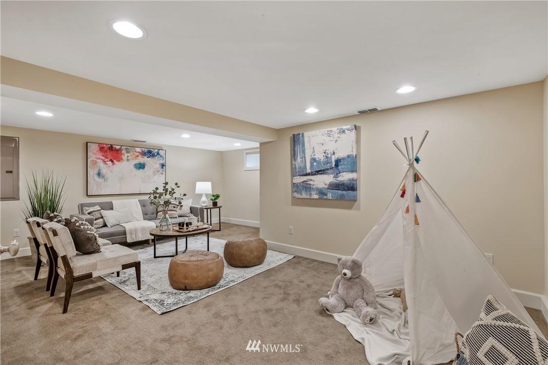 Sold Property   7722 Forest Drive NE Seattle, WA 98115 23