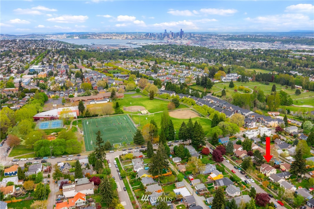 Pending | 7126 31st Avenue SW Seattle, WA 98126 2
