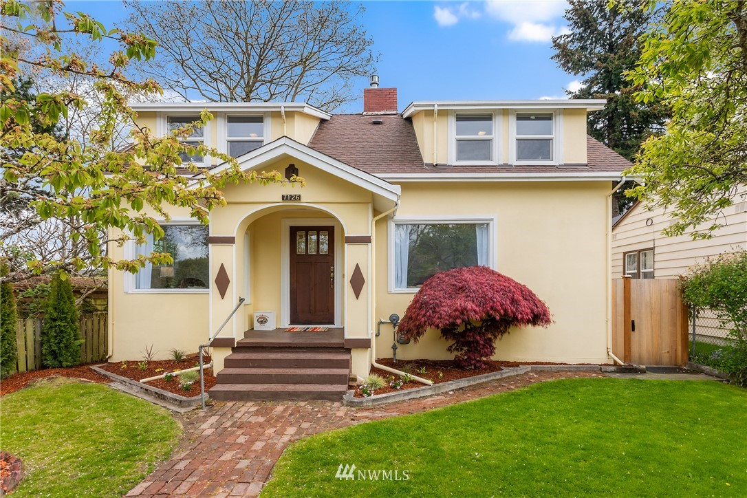 Pending | 7126 31st Avenue SW Seattle, WA 98126 1