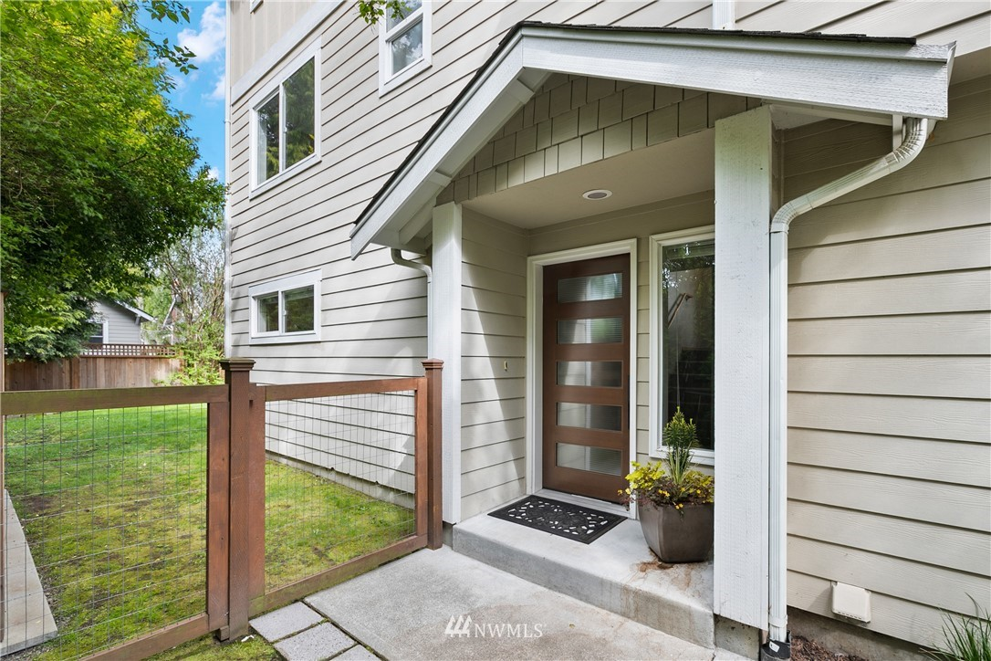 Pending | 6523 7th Avenue NW Seattle, WA 98117 1