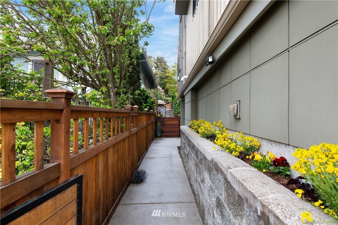 Pending | 2423 N 75th Street Seattle, WA 98103 20