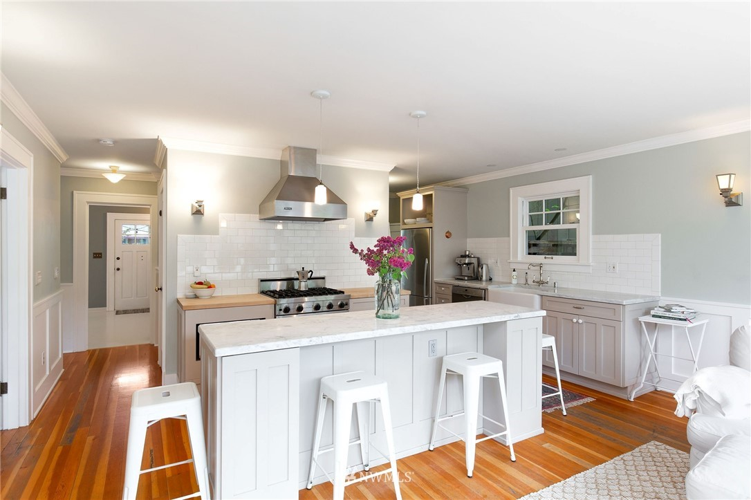Sold Property | 6322 22nd Avenue NE Seattle, WA 98115 4