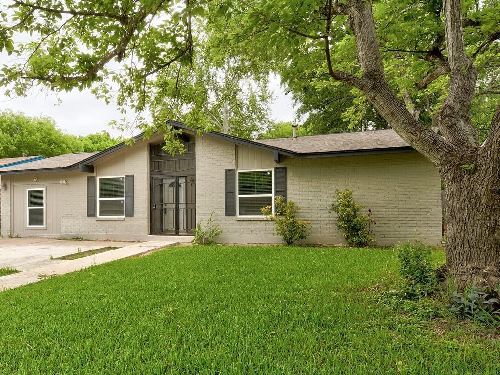 ActiveUnderContract   4606 Brassiewood Drive Austin, TX 78744 1