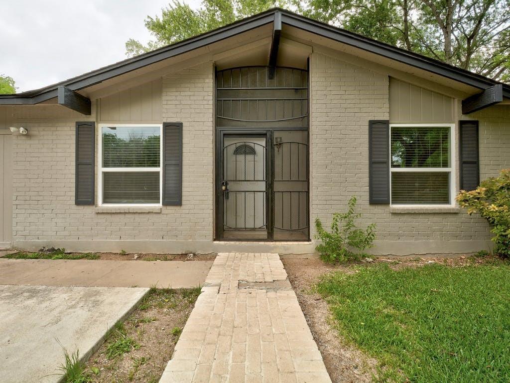 ActiveUnderContract   4606 Brassiewood Drive Austin, TX 78744 2