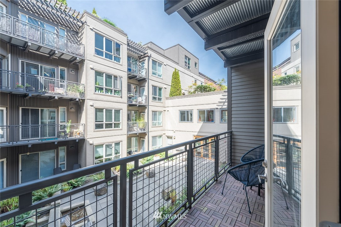 Pending | 1410 E Pine St. #W222 Seattle, WA 98122 9
