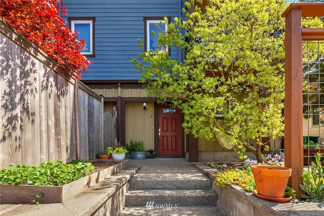 Pending | 4416 Phinney Avenue N #A Seattle, WA 98103 1