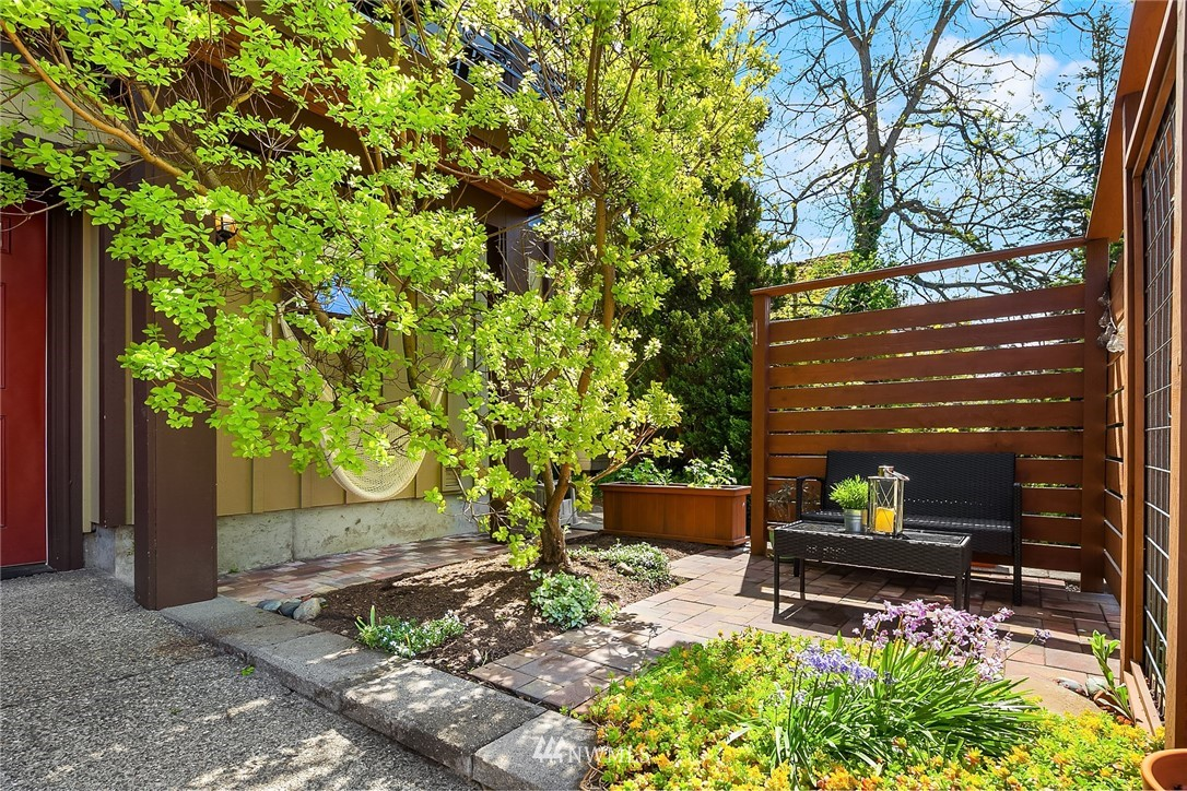 Sold Property | 4416 Phinney Avenue N #A Seattle, WA 98103 2