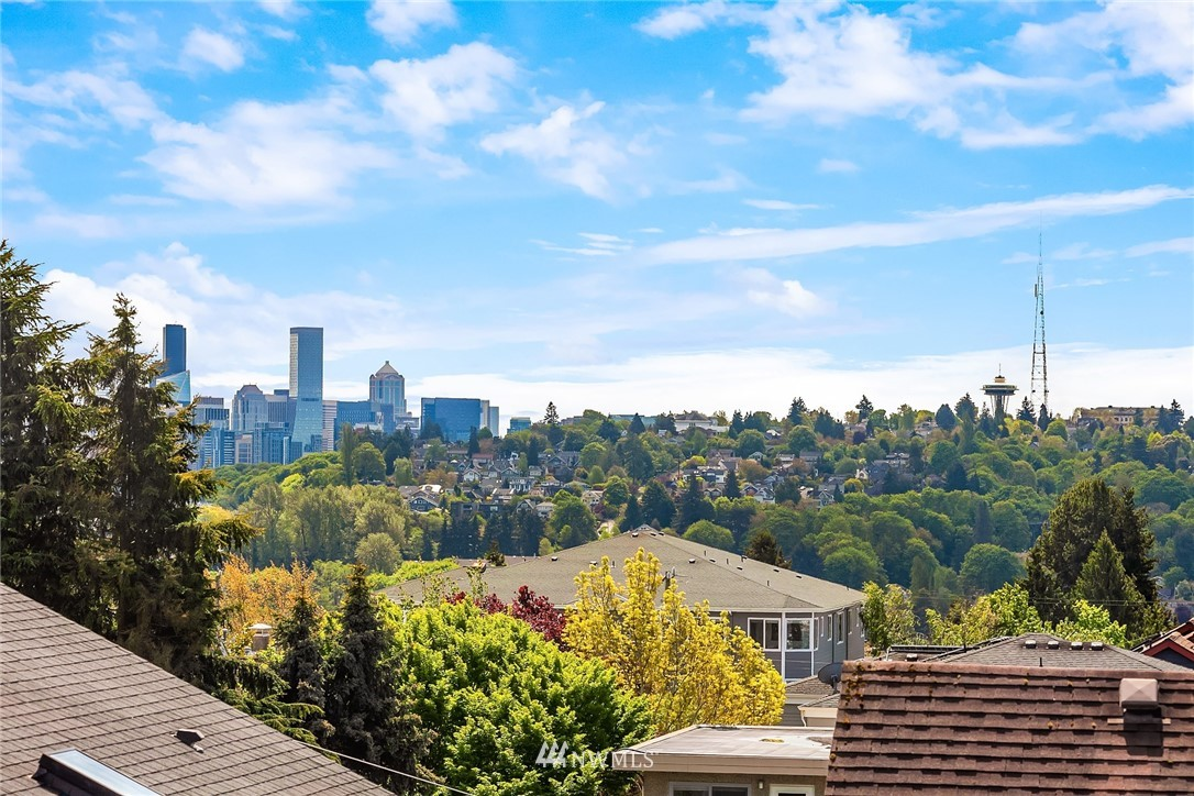 Sold Property | 4416 Phinney Avenue N #A Seattle, WA 98103 3
