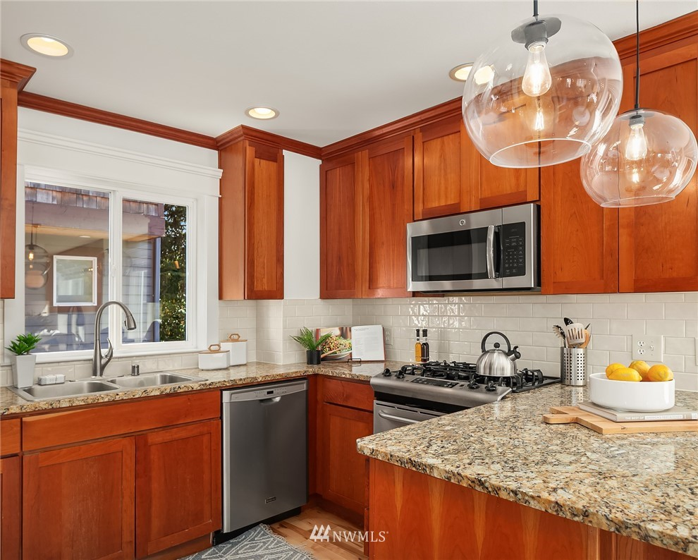 Pending | 4416 Phinney Avenue N #A Seattle, WA 98103 8