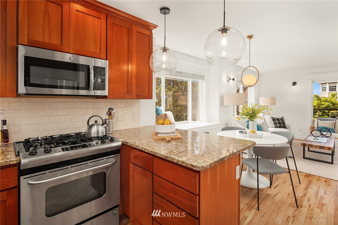 Sold Property | 4416 Phinney Avenue N #A Seattle, WA 98103 11
