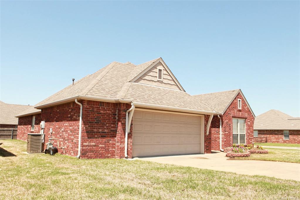 Off Market | 11114 N 132nd East Avenue Owasso, Oklahoma 74055 2