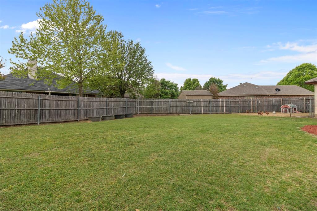 Pending | 101 Saint James Court Rhome, Texas 76078 35