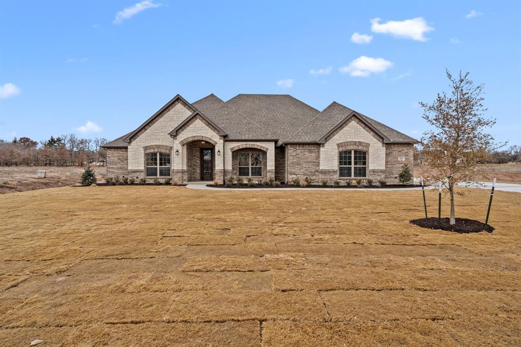 Active | 1009 Alex Drive Springtown, Texas 76082 4
