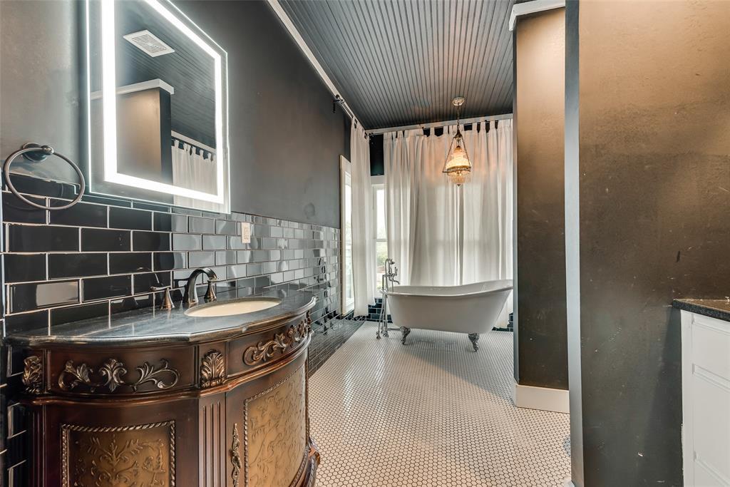 Sold Property   710 N Bishop Avenue Dallas, Texas 75208 26