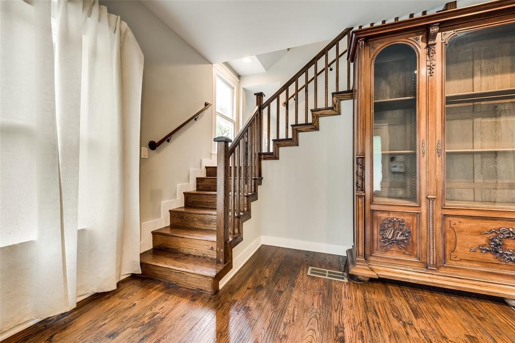 Sold Property   710 N Bishop Avenue Dallas, Texas 75208 5