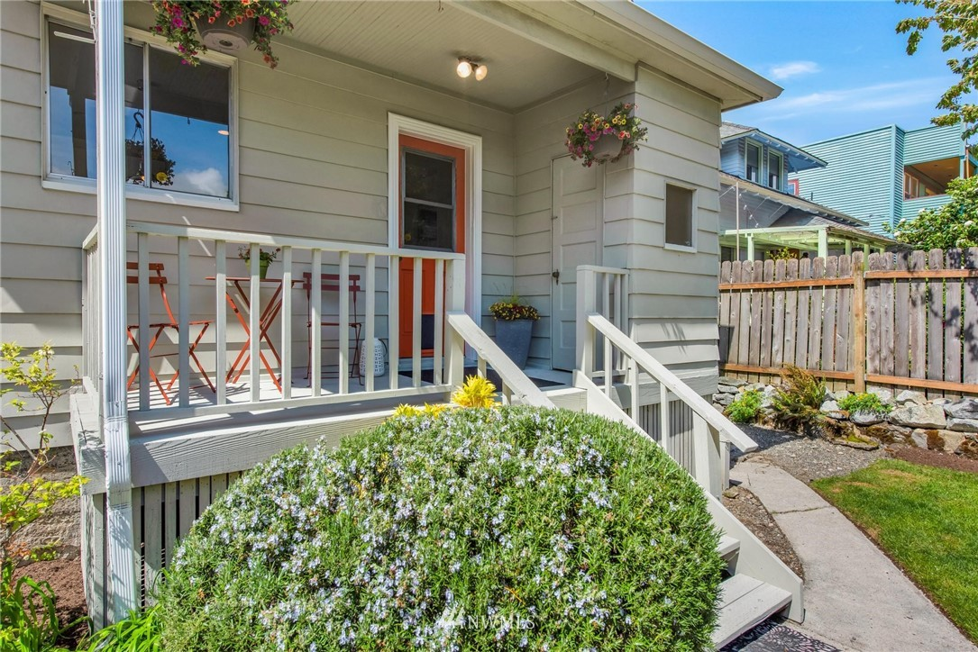 Sold Property   7046 24th Avenue NW Seattle, WA 98117 3