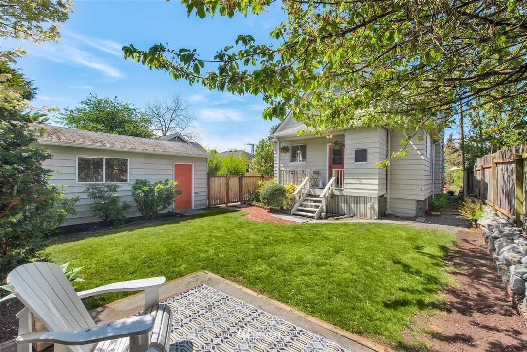 Sold Property   7046 24th Avenue NW Seattle, WA 98117 4