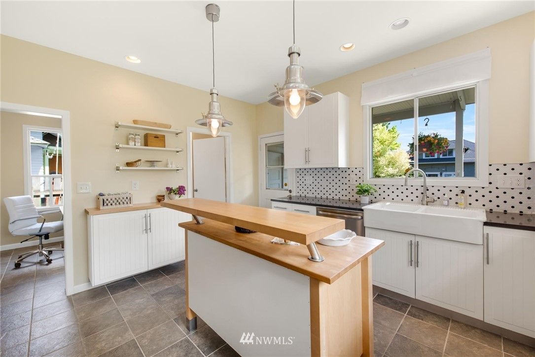Sold Property   7046 24th Avenue NW Seattle, WA 98117 15