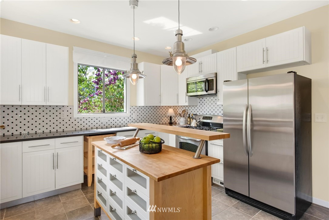 Sold Property   7046 24th Avenue NW Seattle, WA 98117 16