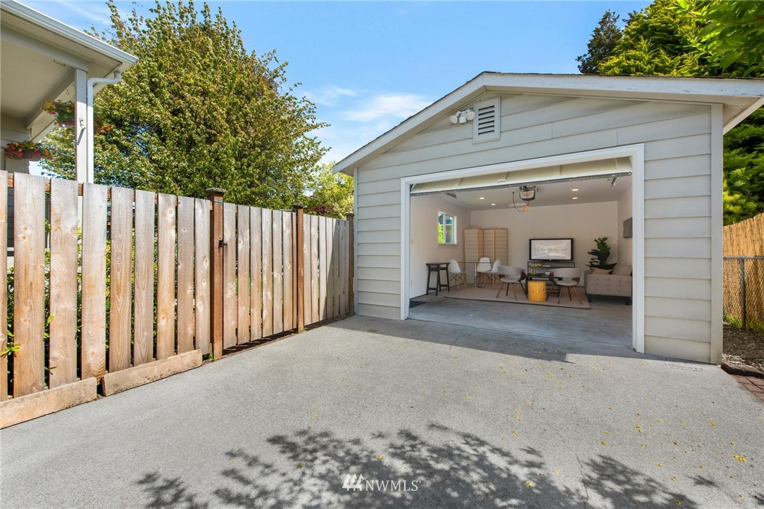 Sold Property   7046 24th Avenue NW Seattle, WA 98117 27