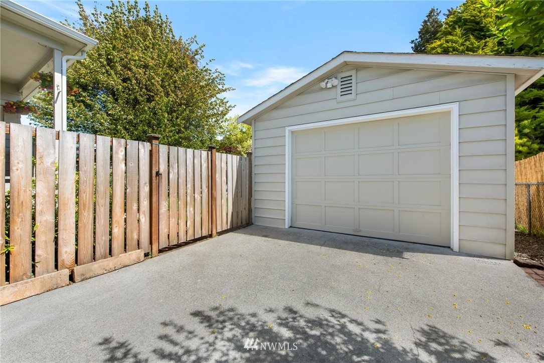 Sold Property   7046 24th Avenue NW Seattle, WA 98117 28