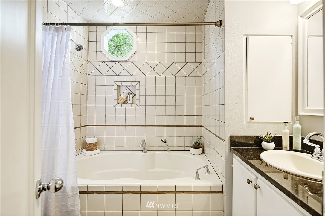 Sold Property | 7719 27th Avenue NW Seattle, WA 98117 10