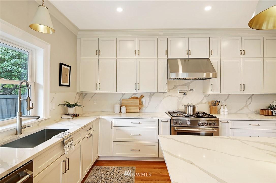 Sold Property | 6703 Fremont Avenue N Seattle, WA 98103 7