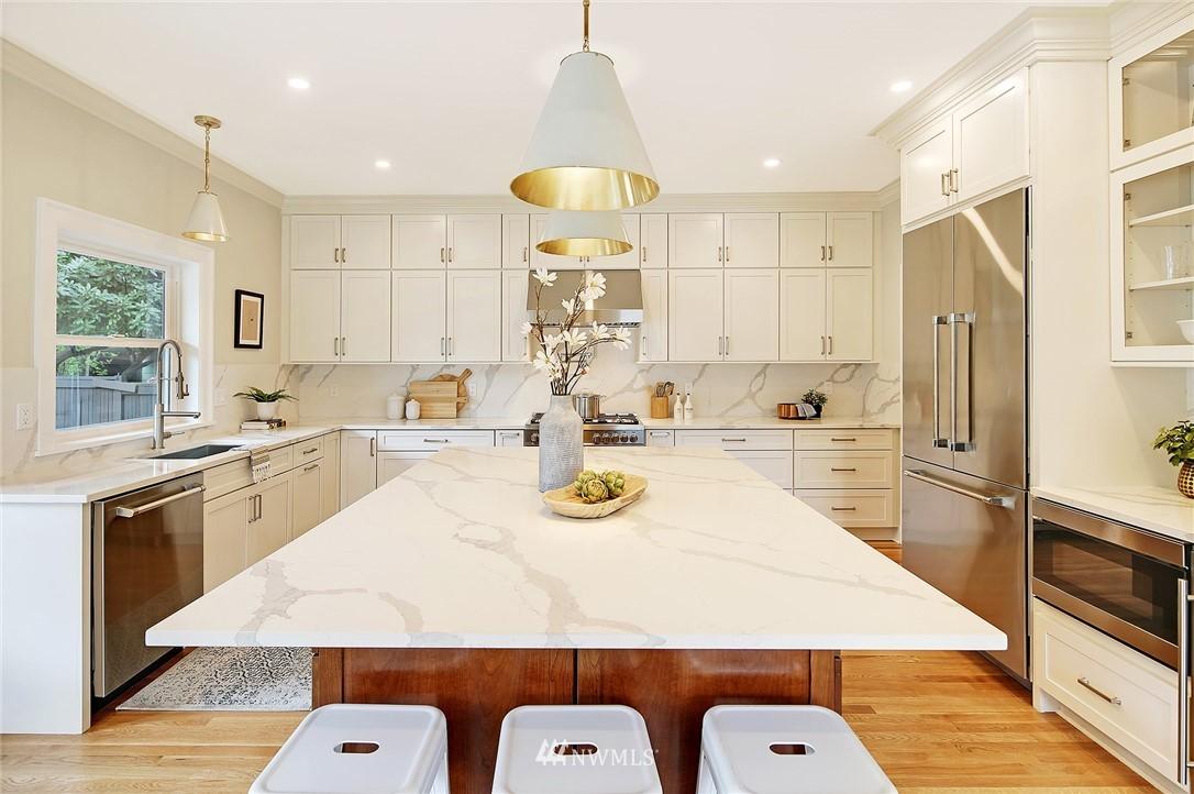 Sold Property | 6703 Fremont Avenue N Seattle, WA 98103 8