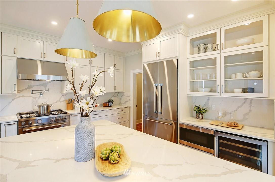 Sold Property | 6703 Fremont Avenue N Seattle, WA 98103 9