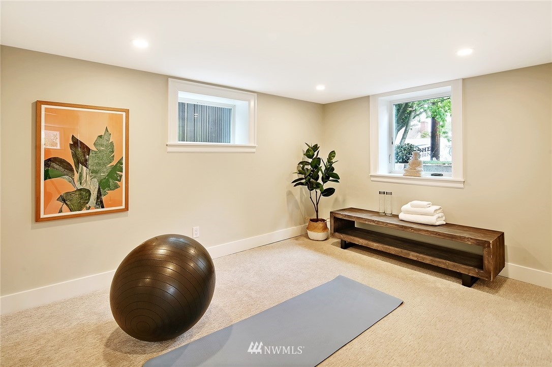 Sold Property | 6703 Fremont Avenue N Seattle, WA 98103 28
