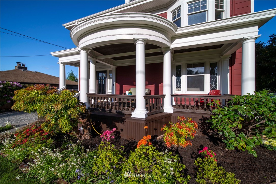 Sold Property | 1504 25th Avenue Seattle, WA 98122 2