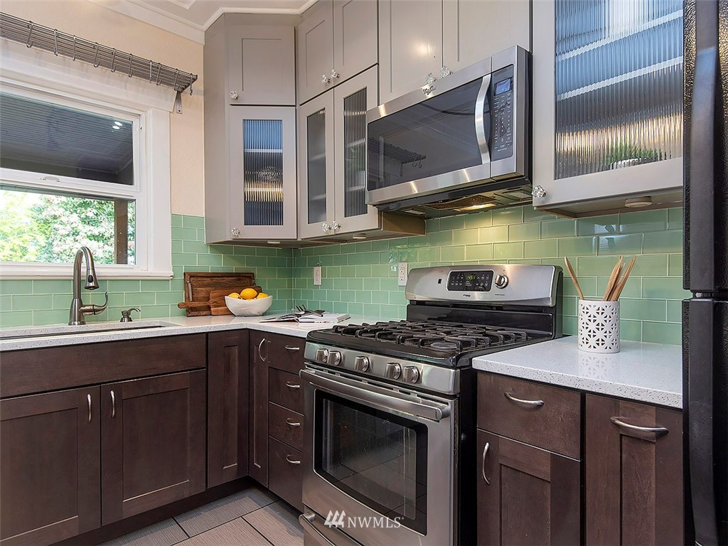 Sold Property | 7044 Mary Avenue NW Seattle, WA 98117 9