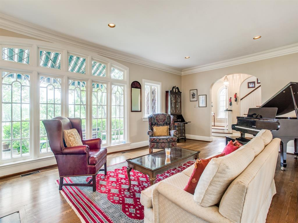 Sold Property | 6633 Country Club Circle Dallas, Texas 75214 10