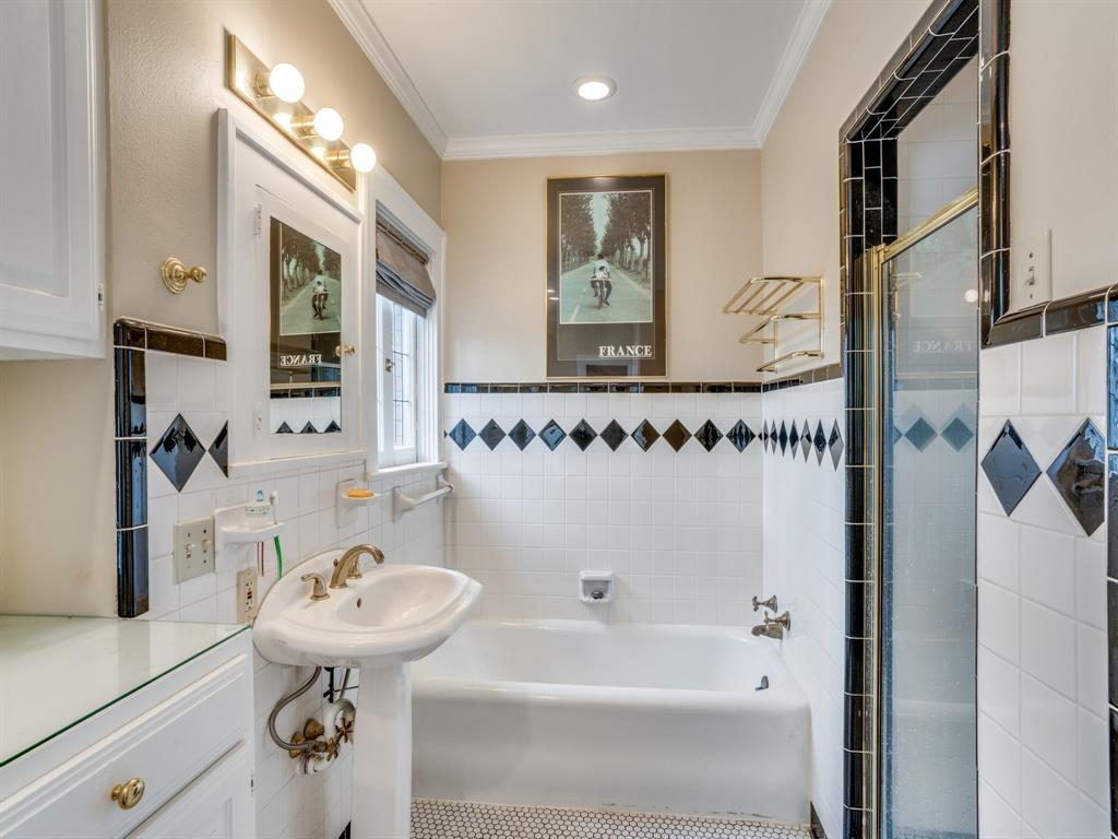 Sold Property | 6633 Country Club Circle Dallas, Texas 75214 19