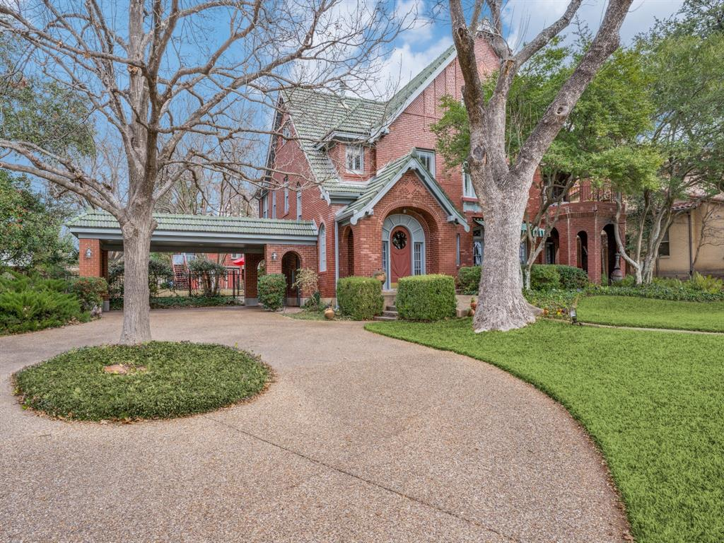 Sold Property | 6633 Country Club Circle Dallas, Texas 75214 2