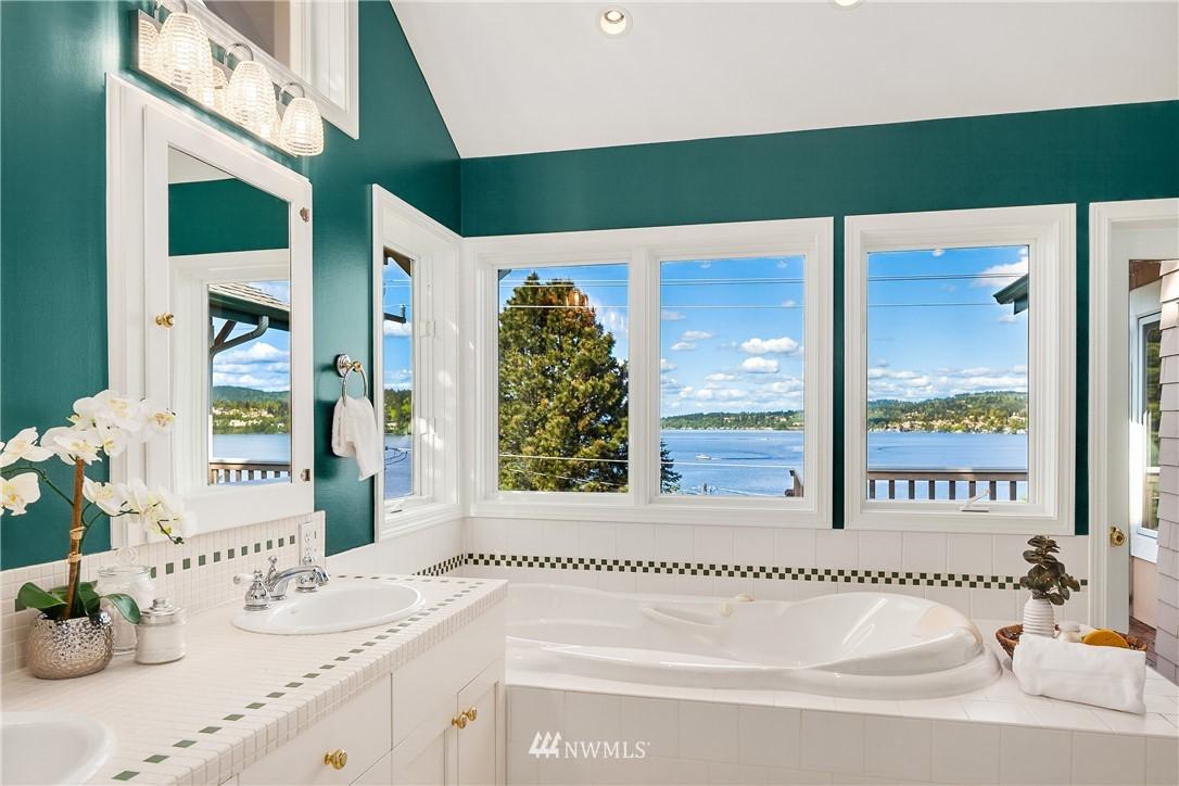 Sold Property | 10637 Rainier Avenue S Seattle, WA 98178 21