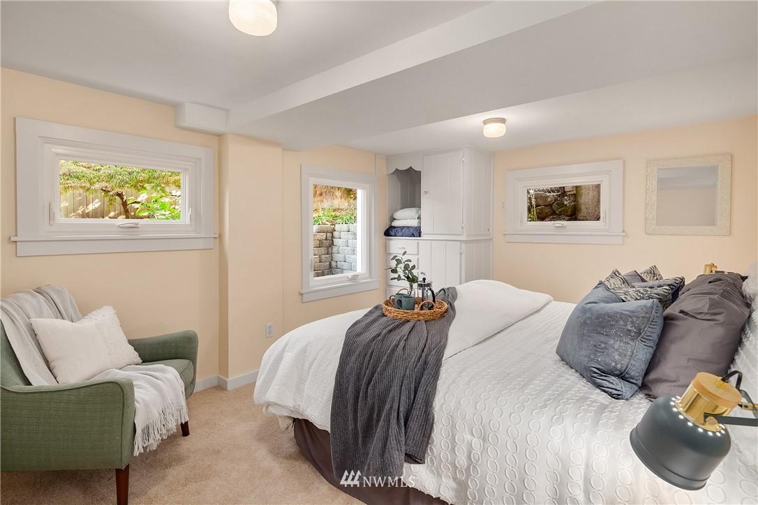 Sold Property | 10637 Rainier Avenue S Seattle, WA 98178 25