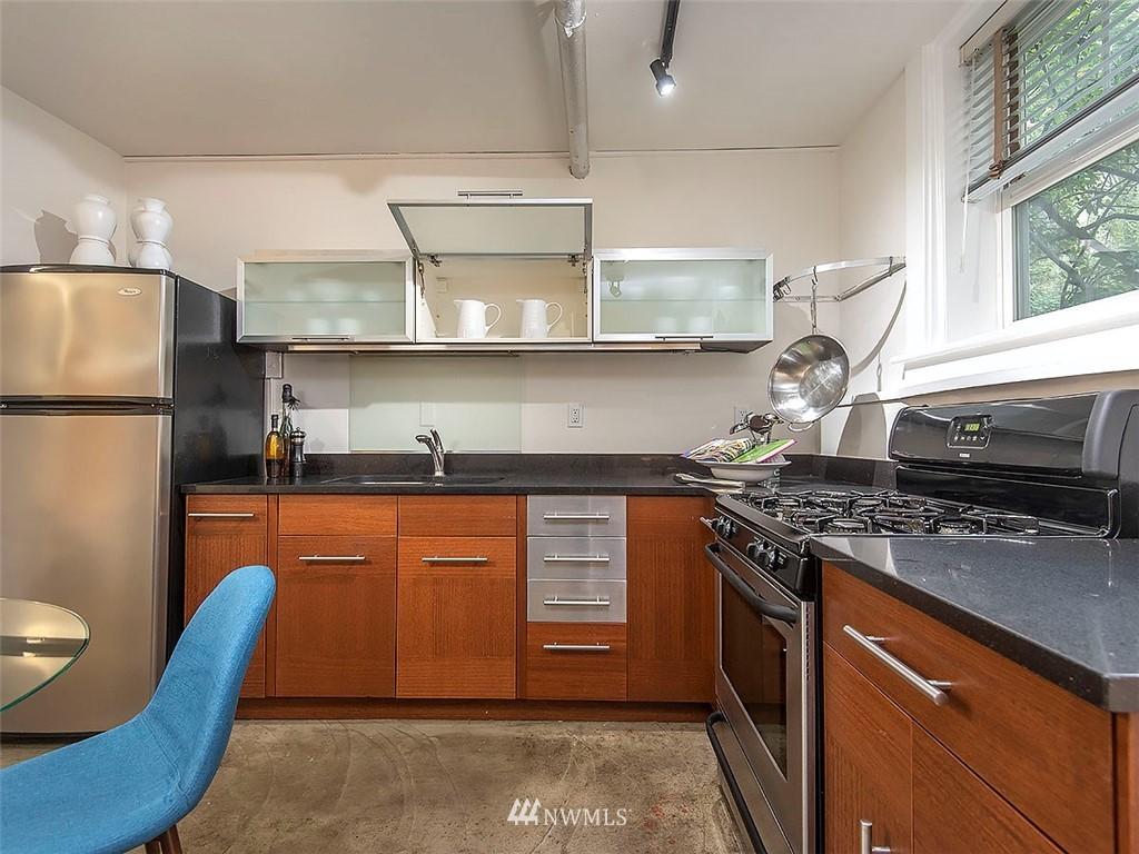 Sold Property   1107 E Denny Way #D5 Seattle, WA 98122 3