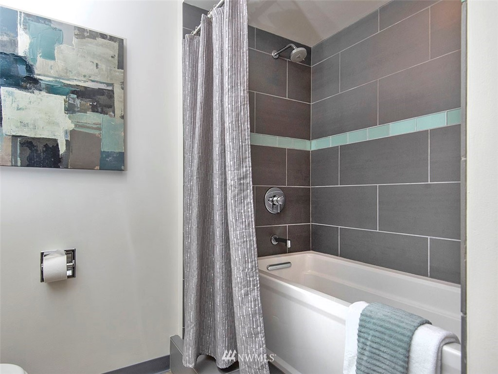 Sold Property   1107 E Denny Way #D5 Seattle, WA 98122 14