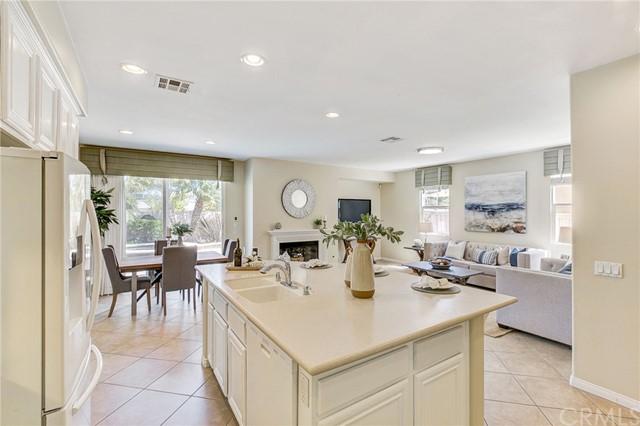 Active Under Contract   41 Teaberry Lane Rancho Santa Margarita, CA 92688 13
