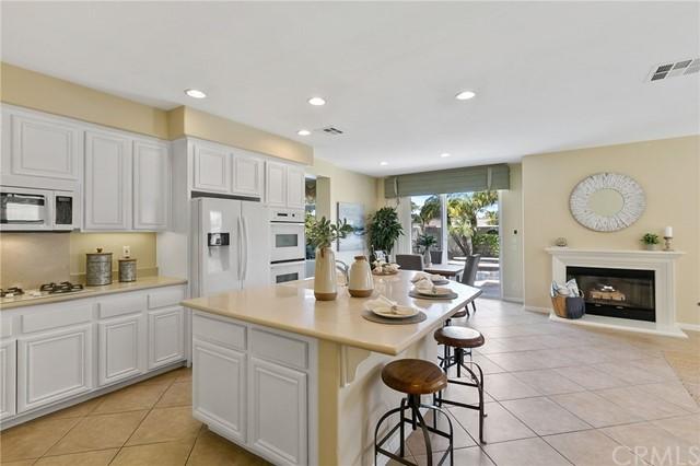 Active Under Contract   41 Teaberry Lane Rancho Santa Margarita, CA 92688 14