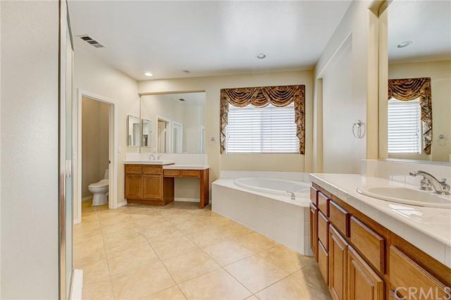 Active Under Contract   41 Teaberry Lane Rancho Santa Margarita, CA 92688 34