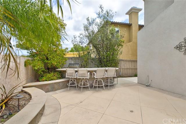 Active Under Contract   41 Teaberry Lane Rancho Santa Margarita, CA 92688 50