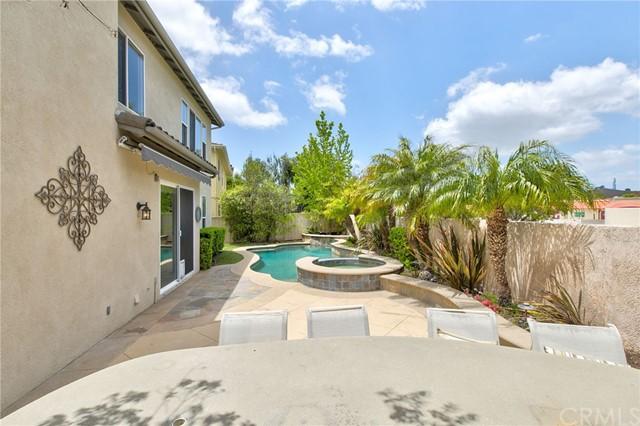 Active Under Contract   41 Teaberry Lane Rancho Santa Margarita, CA 92688 51