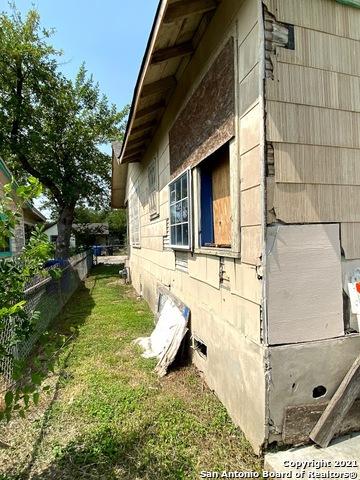 Active | 806 S SAN DARIO AVE San Antonio, TX 78237 9