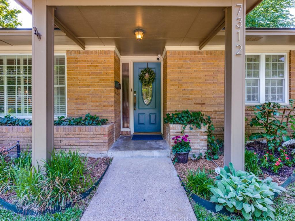 Pending   7312 Crownrich Lane Dallas, Texas 75214 2