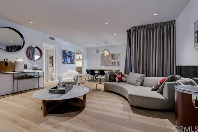 Active | 439 N Doheny Drive #204 Beverly Hills, CA 90210 1